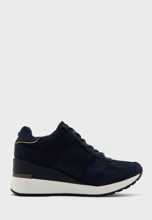 Maquarius Low Top Sneaker