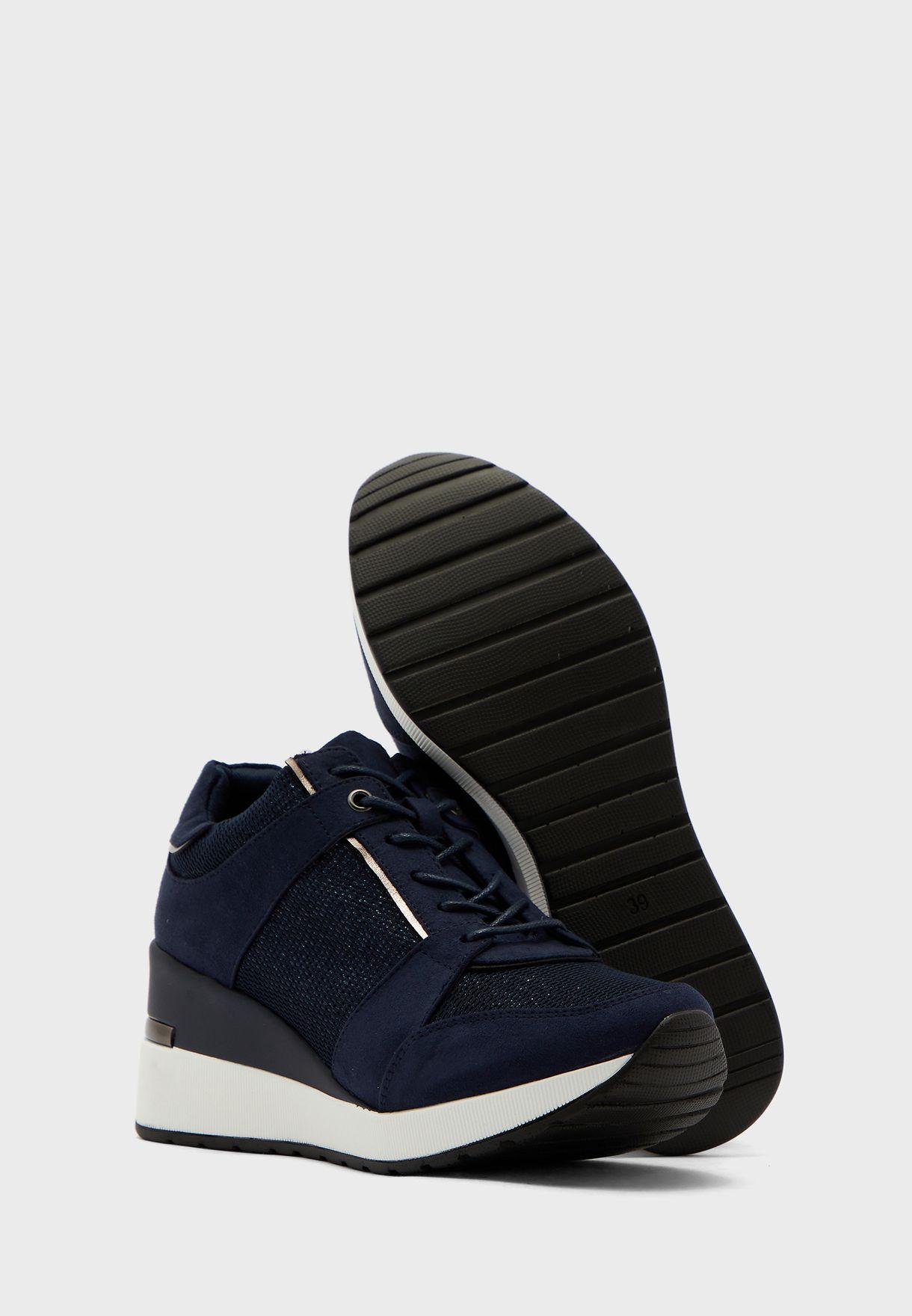 Maquarius Low Top Sneaker