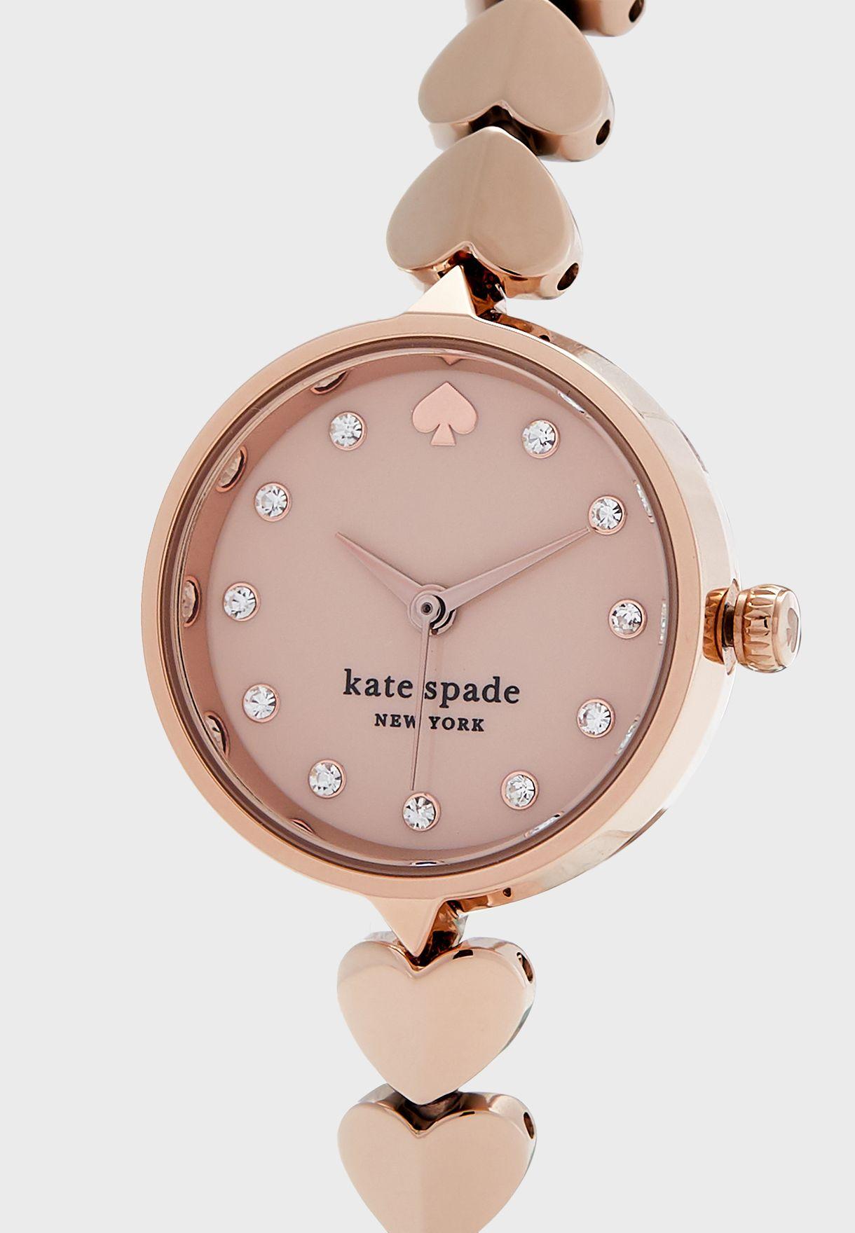 ساعة بحزام بشكل قلوب