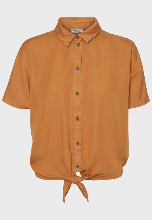 قميص بأكمام قصيرة وعقدة امامية