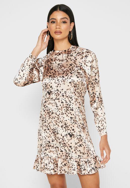 فستان بأطراف مكشكشة