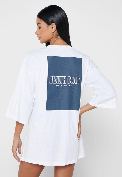 قميص نوم فضفاض بطبعات جرافيك