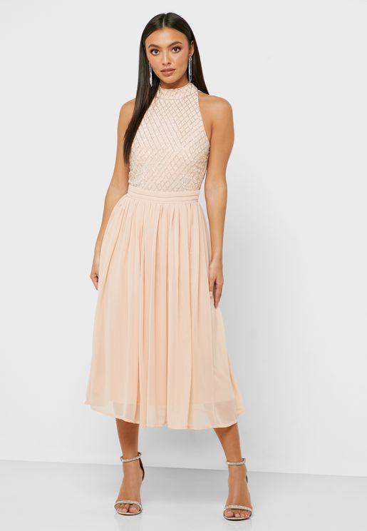 فستان بياقة رسن