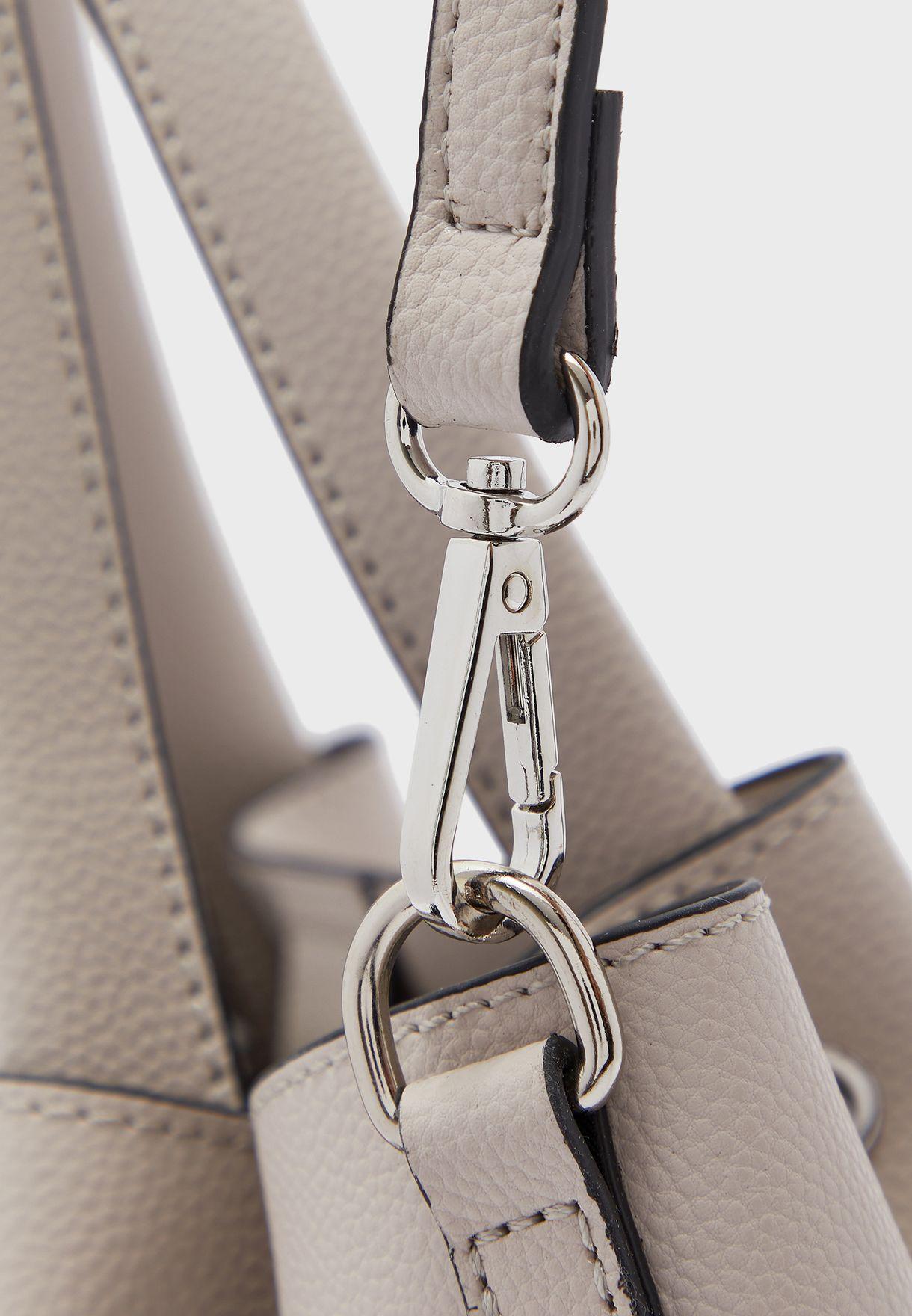 شنطة جلد صناعي مع حقيبة داخلية