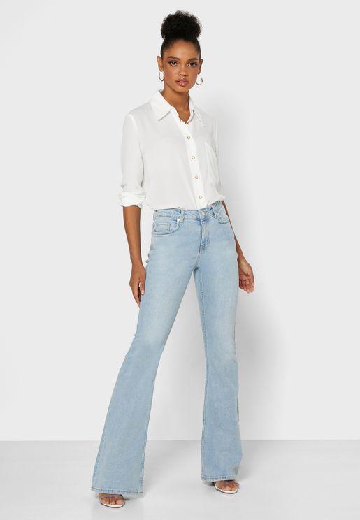 جينز بحواف واسعة
