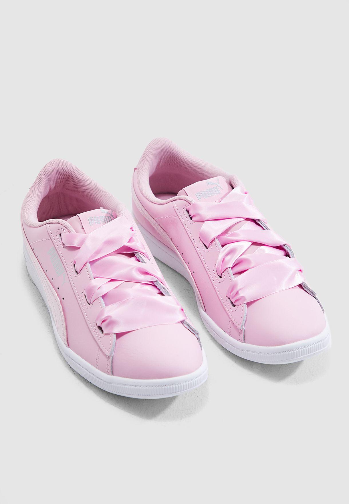 حذاء فيكي ساتان