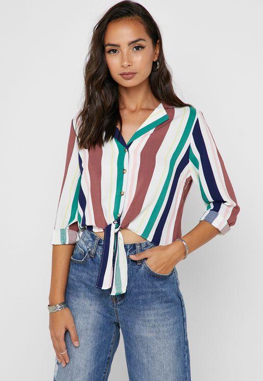 قميص بطبعات خطوط واربطة