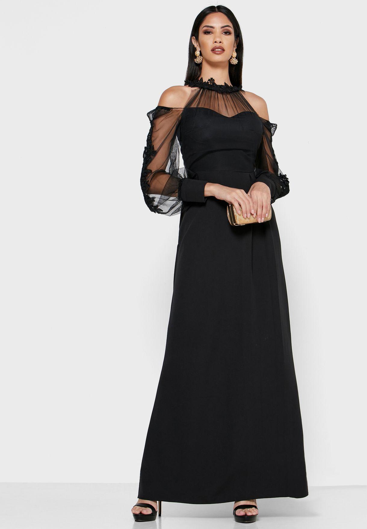 فستان مكسي عاري الاكتاف بأجزاء شفافة