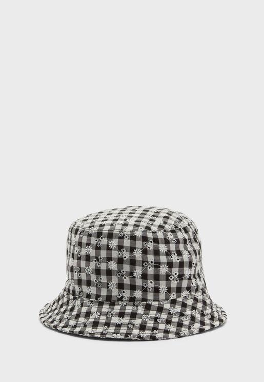 قبعة مطبعة بحافة واسعة
