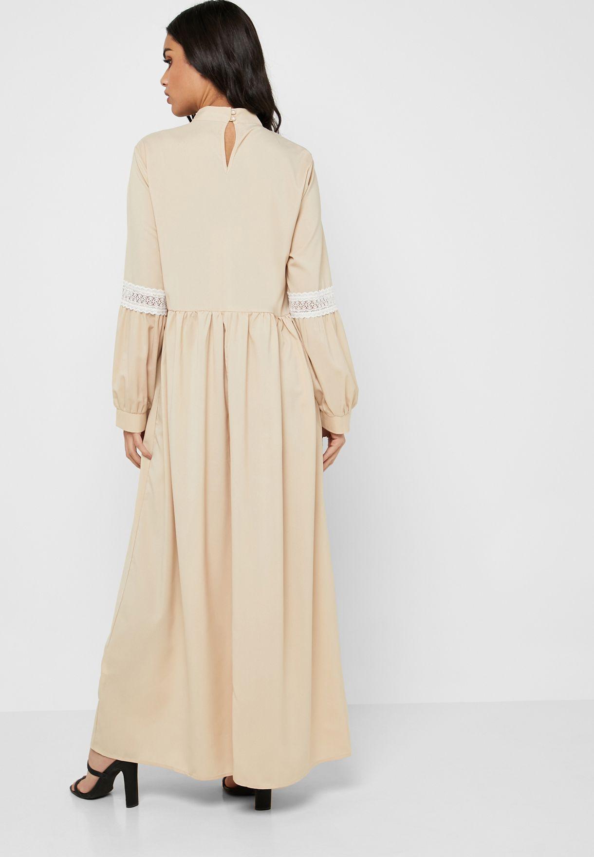 فستان بتداخلات دانتيل