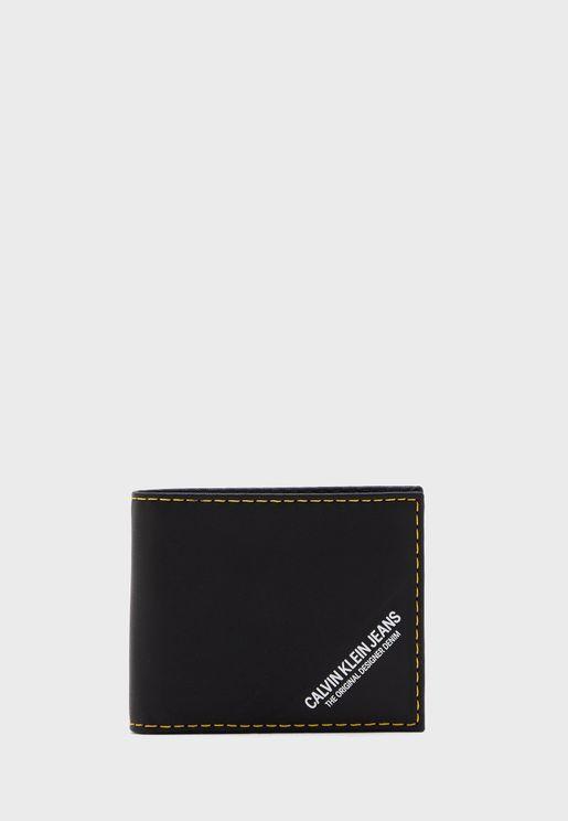 محفظة مدروزة الاطراف