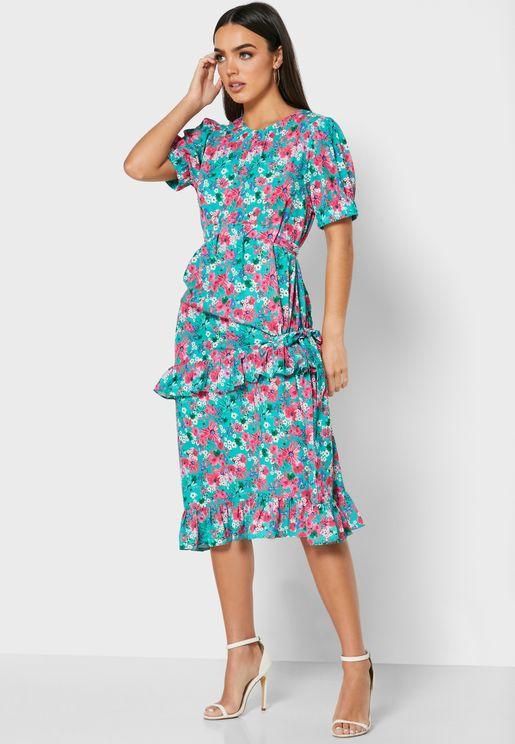 فستان بطبعات ازهار واطراف مكشكشة