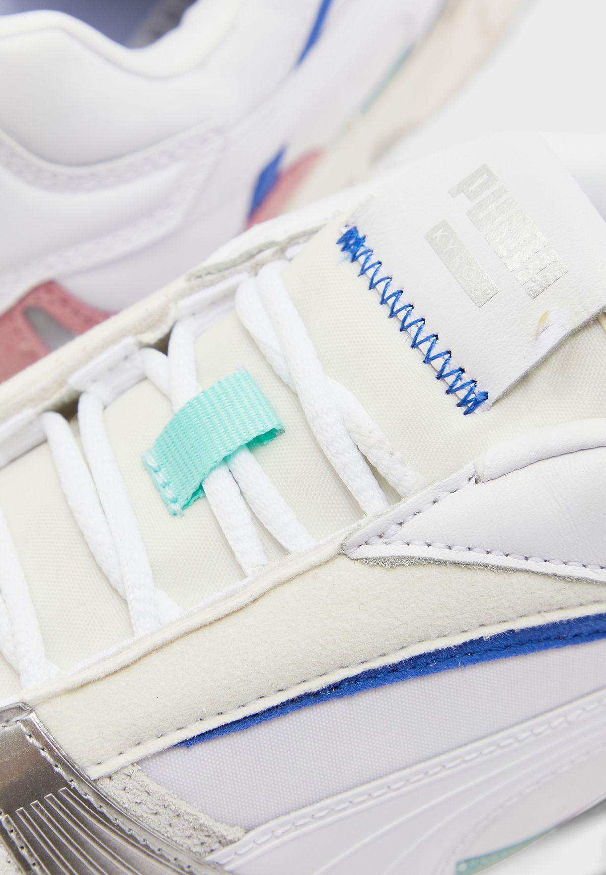 حذاء من مجموعة  كيرون
