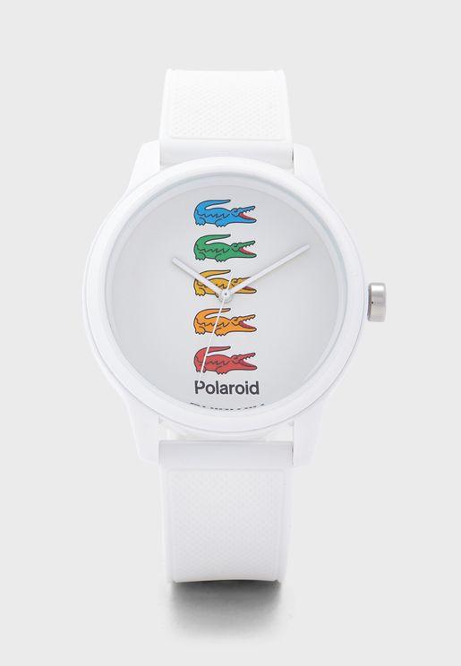 ساعة انالوج بعقارب ثلاثية