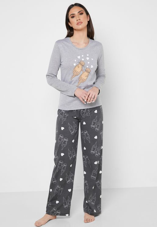 Graphic T-Shirt & Printed Pyjama Set