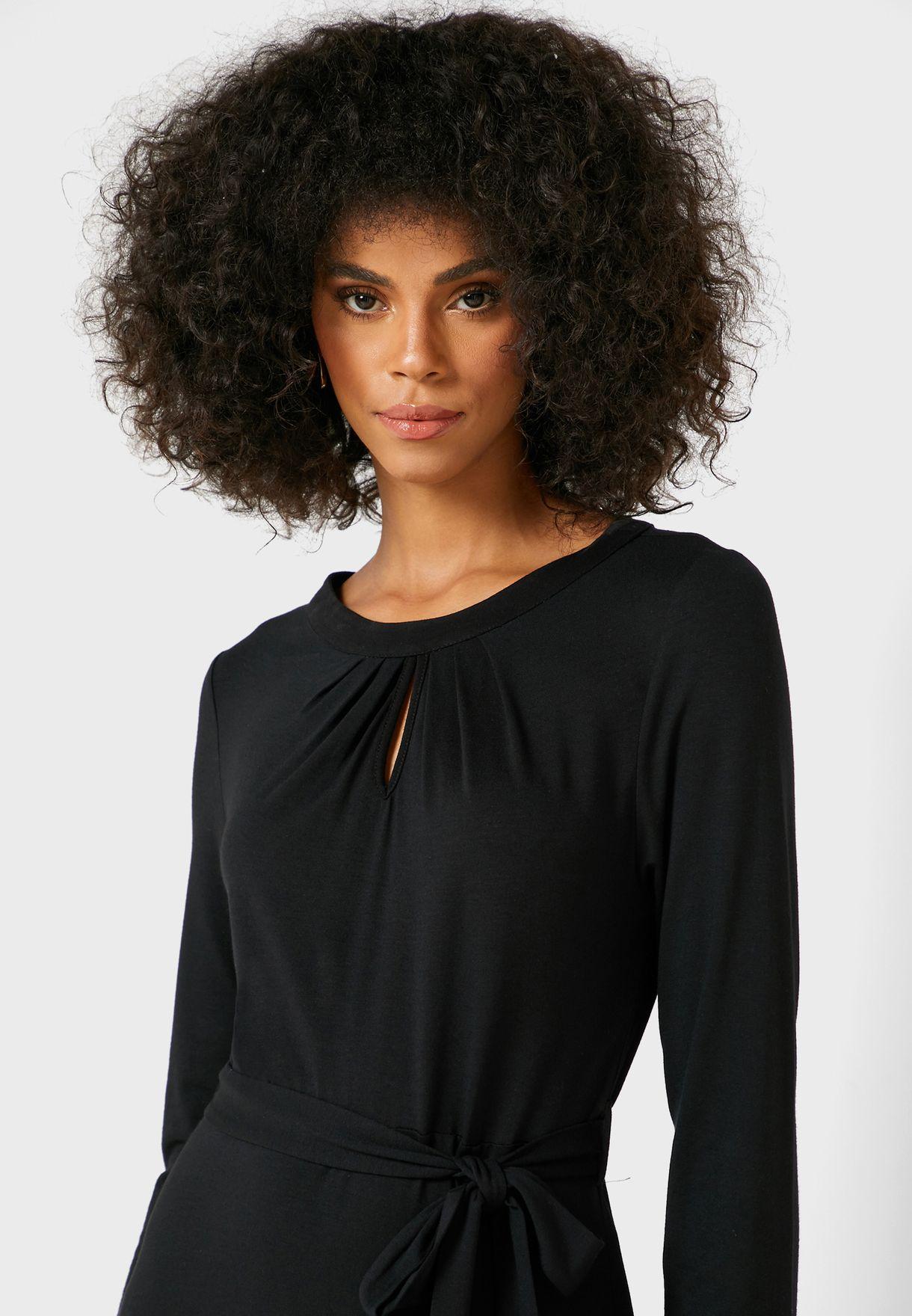 فستان بطيات واربطة جانبية