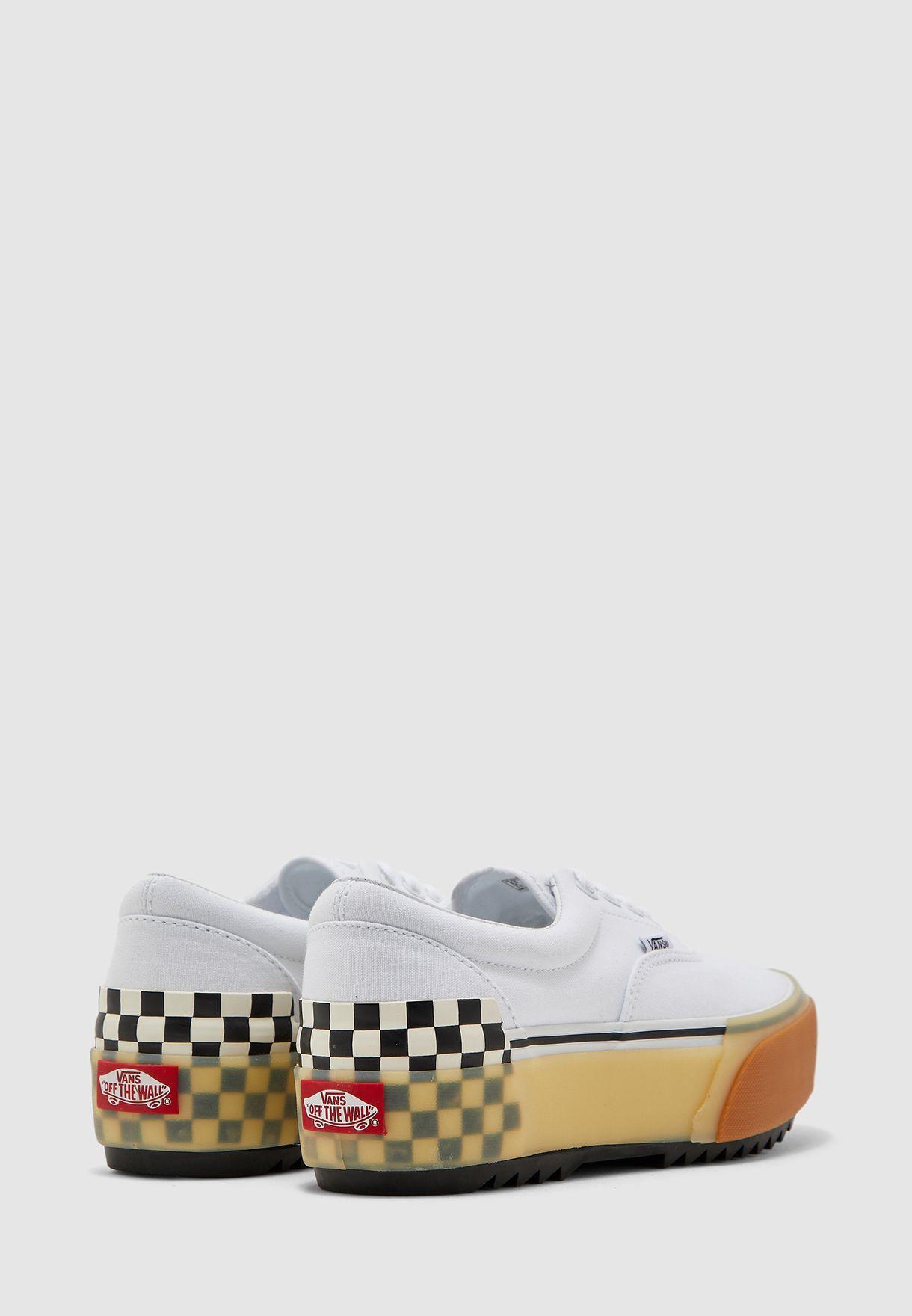 حذاء بطباعة مربعات