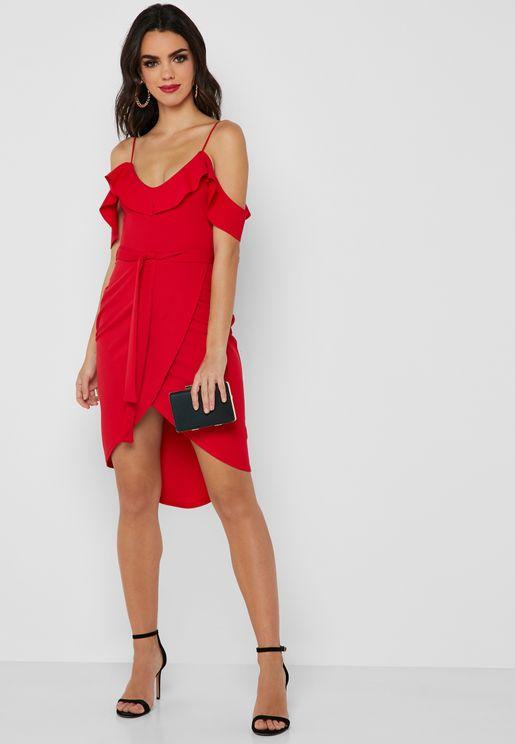 فستان عاري الاكتاف مع حواف متباينة في الطول
