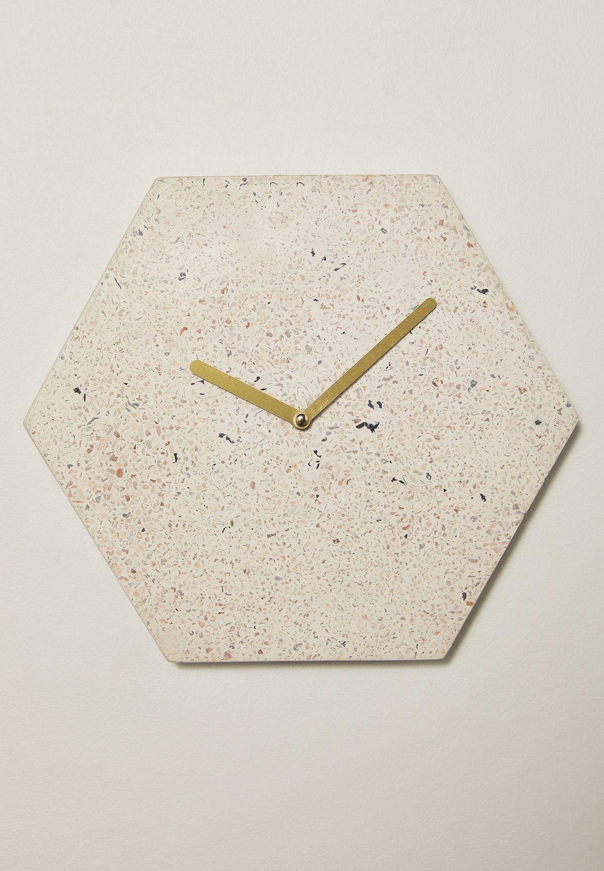 ساعة حائط سداسية الشكل