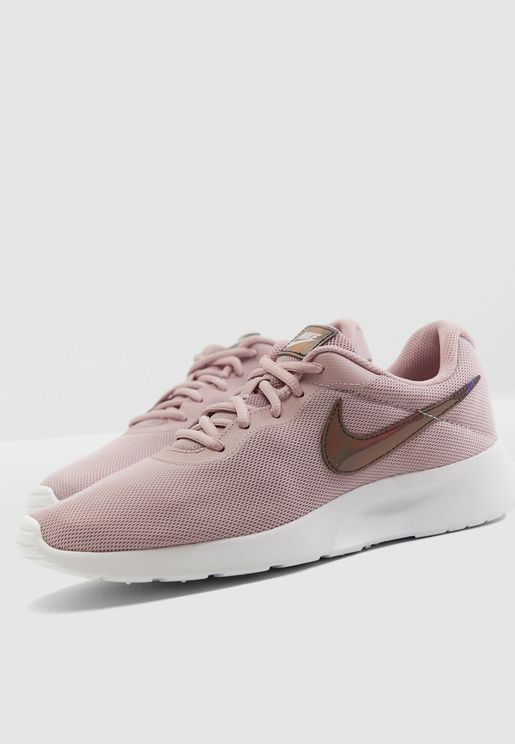 best service c8912 1d840 Nike Collection for Women  Online Shopping at Namshi UAE