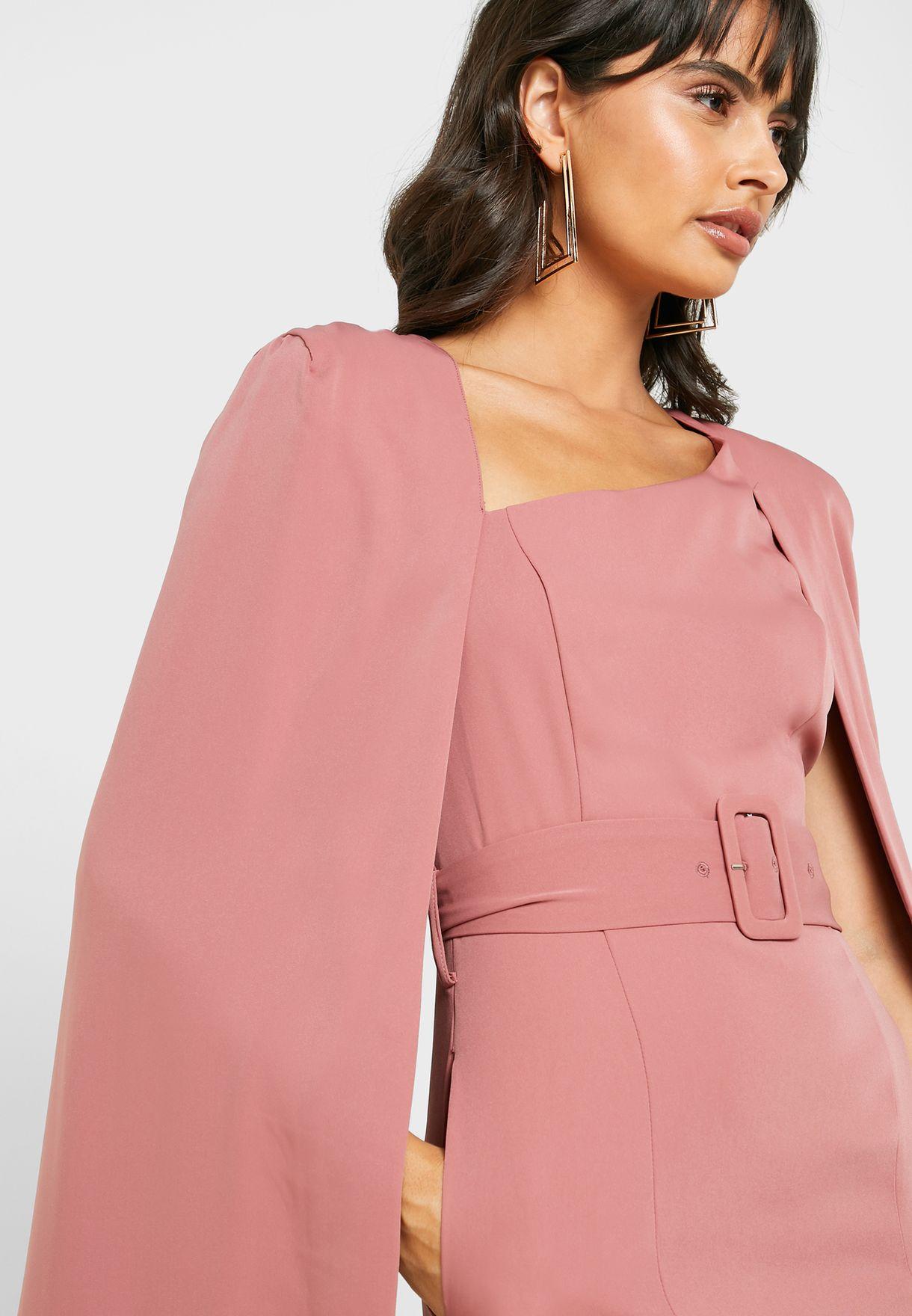 فستان بنمط كيب