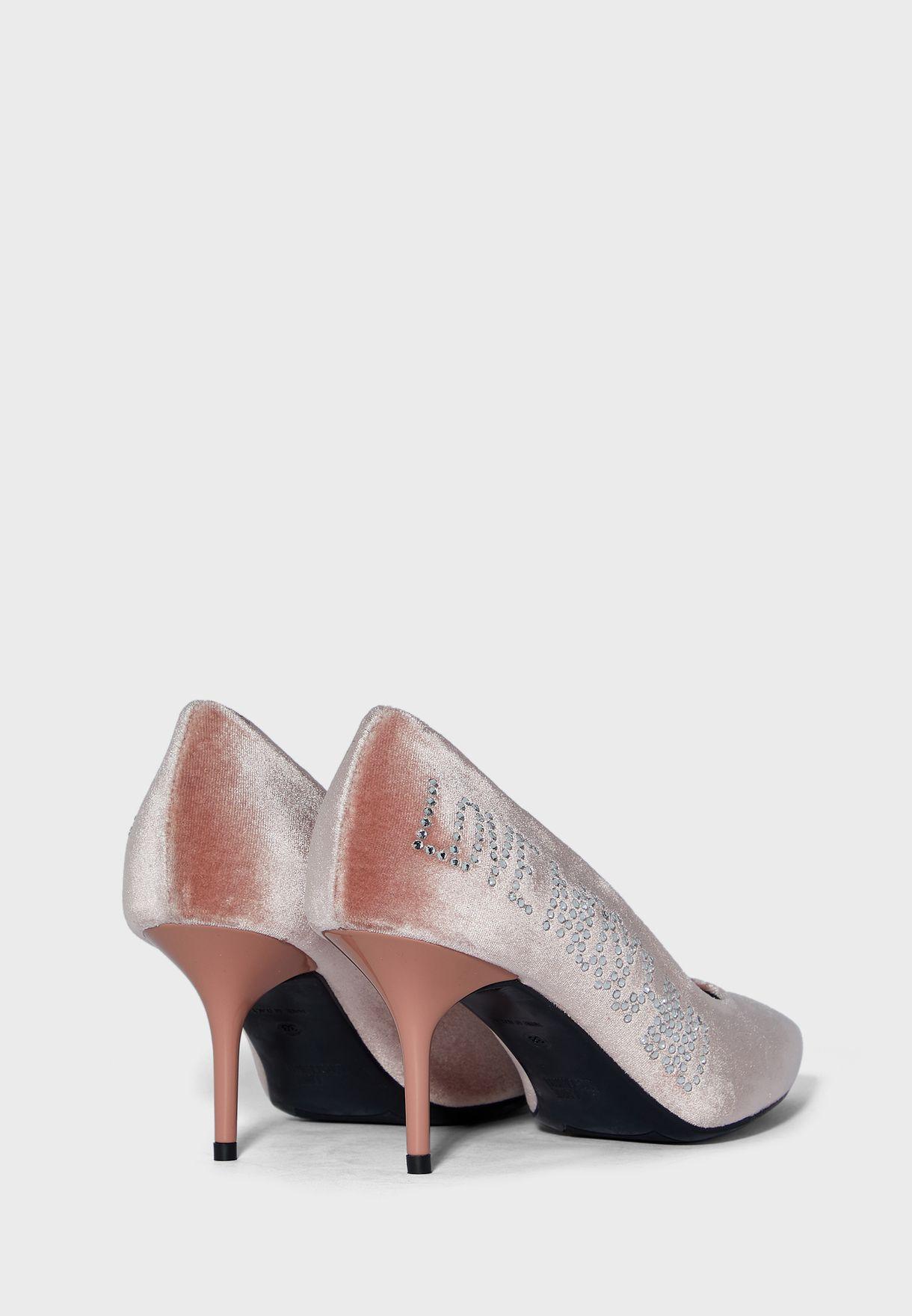 حذاء مخمل بكعب متوسط