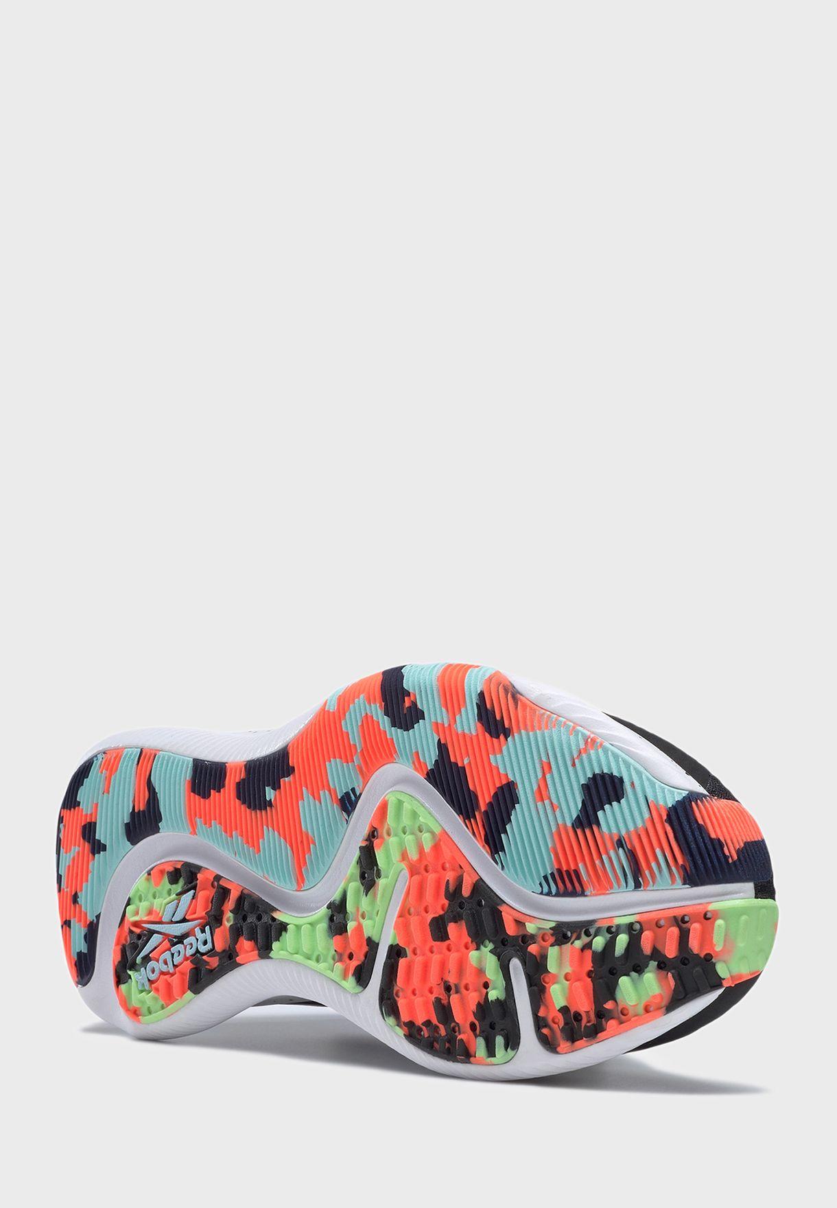 حذاء هيت تي ار