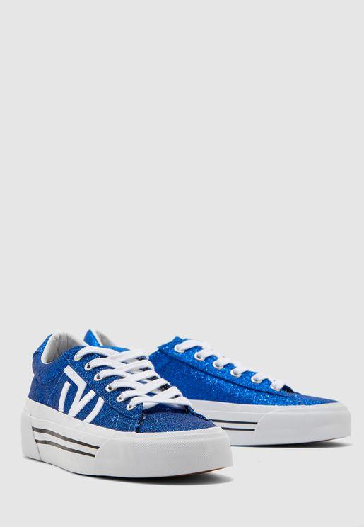 حذاء بتصميم براق