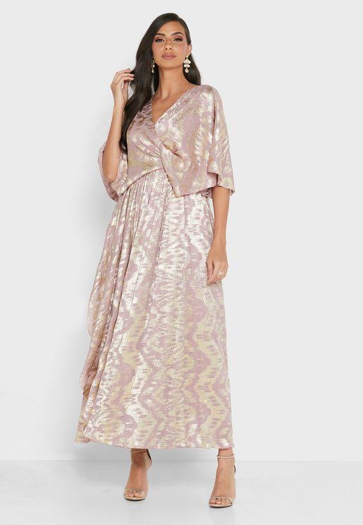 فستان لف مزين بطبعات