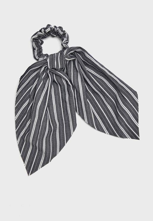 ربطة شعر مخططة