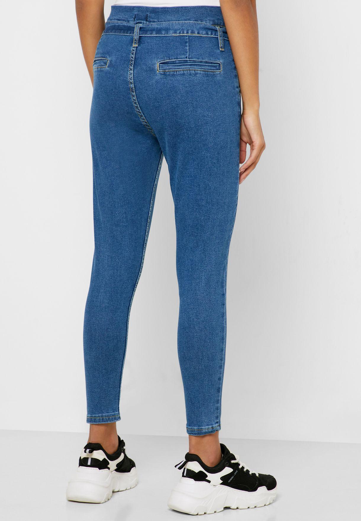 جينز بخصر عالي وحزام