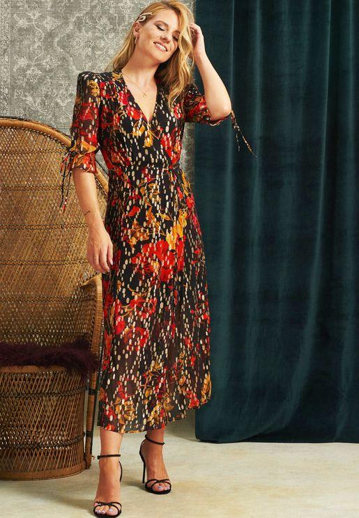 فستان منقط بطبعات ازهار واكمام منفوشة