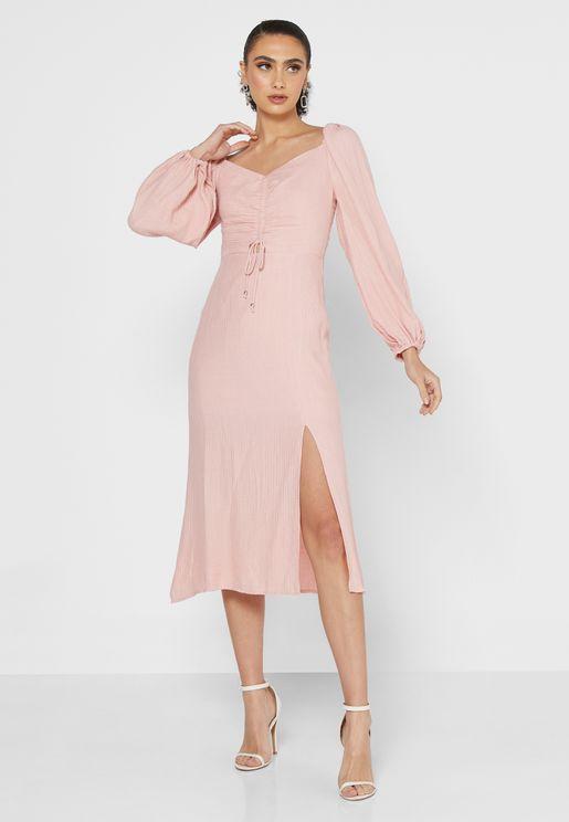 فستان بتفاصيل امامية مزمومة