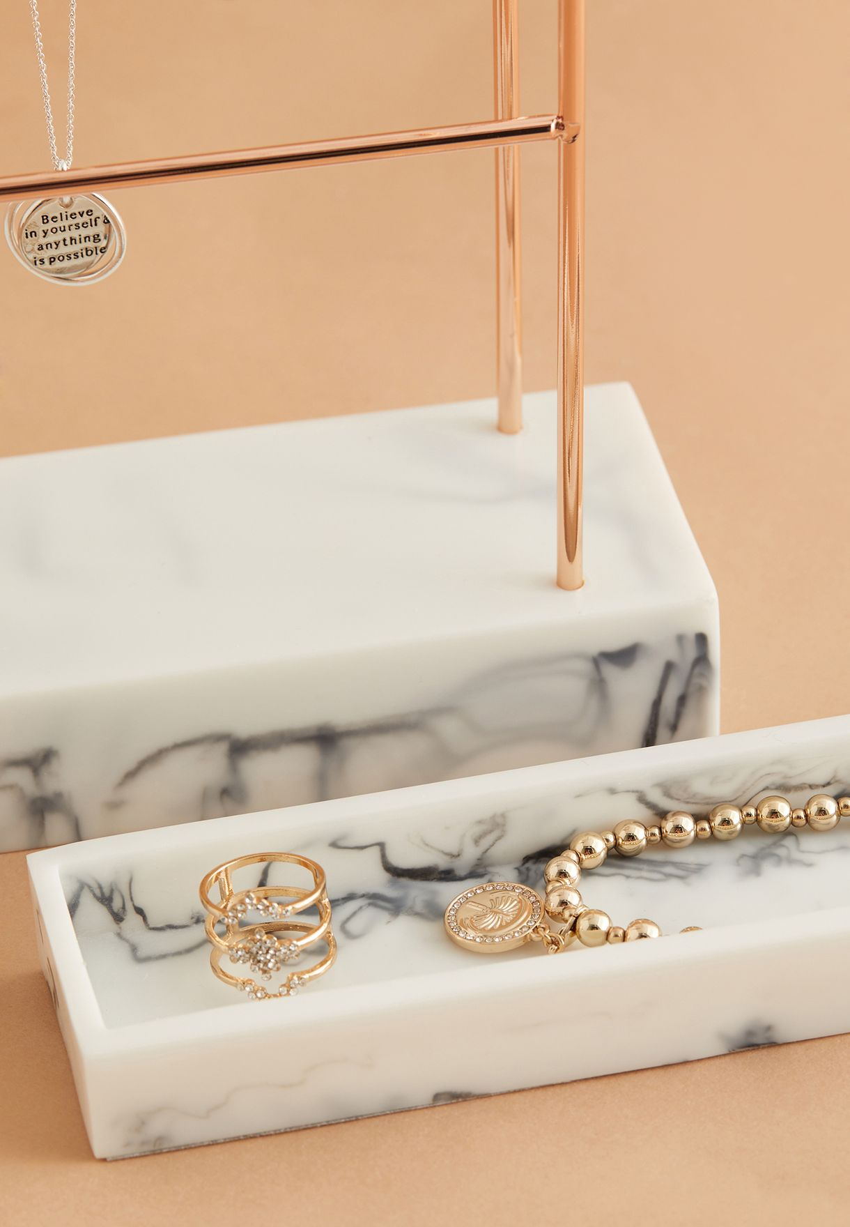 حامل مجوهرات مع 12 خطاف