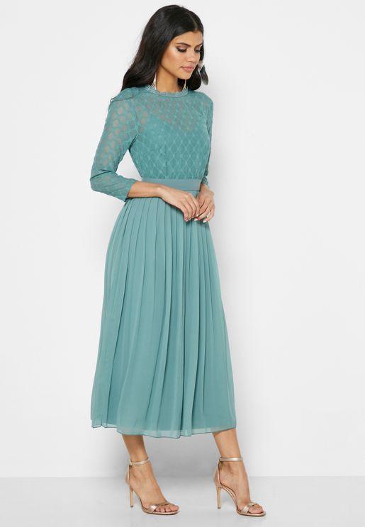 فستان بكسرات واطراف شفافة