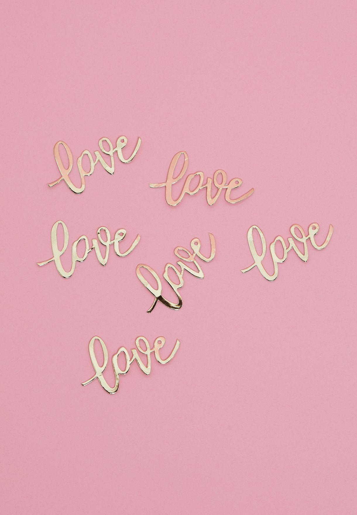 """قصاصات ورقية ملونة بعبارة """"Love"""""""