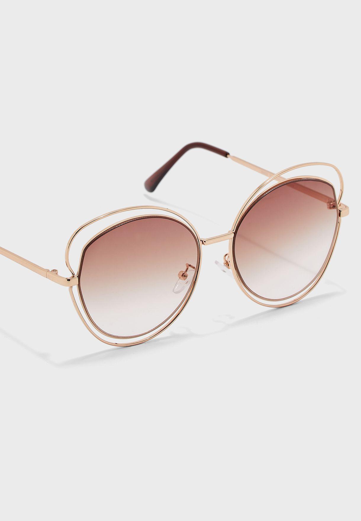 نظارة شمسية بفتحات