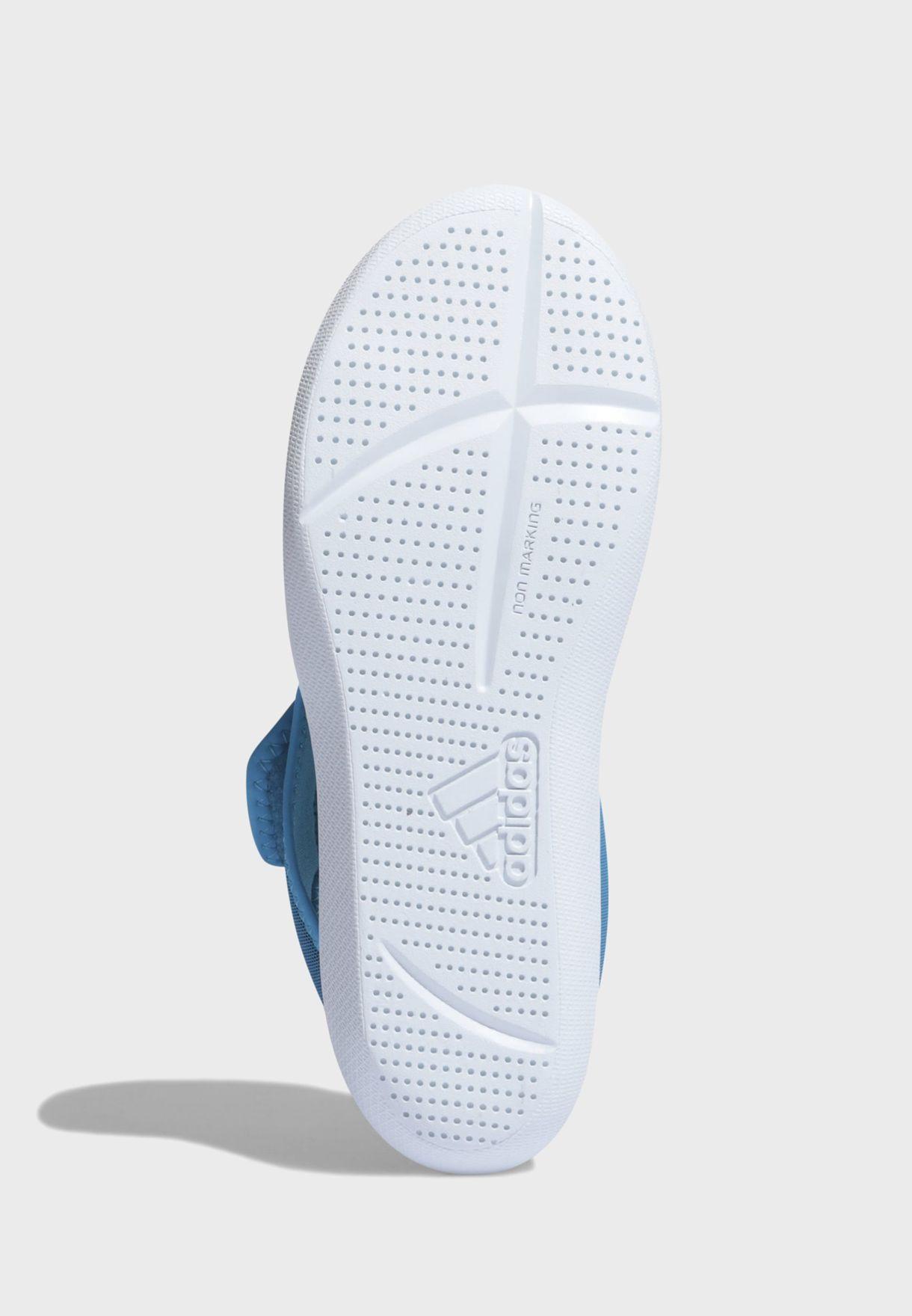 حذاء بشريط فيلكرو