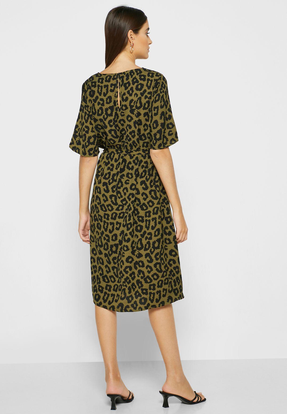 فستان بطبعة ليوبارد مع اربطة