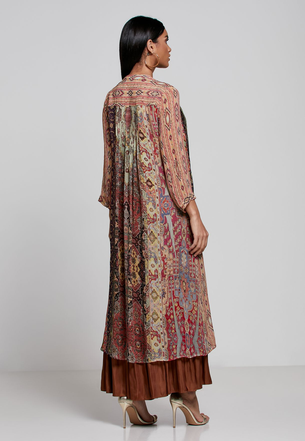 بلوزة مطبعة بنمط فستان
