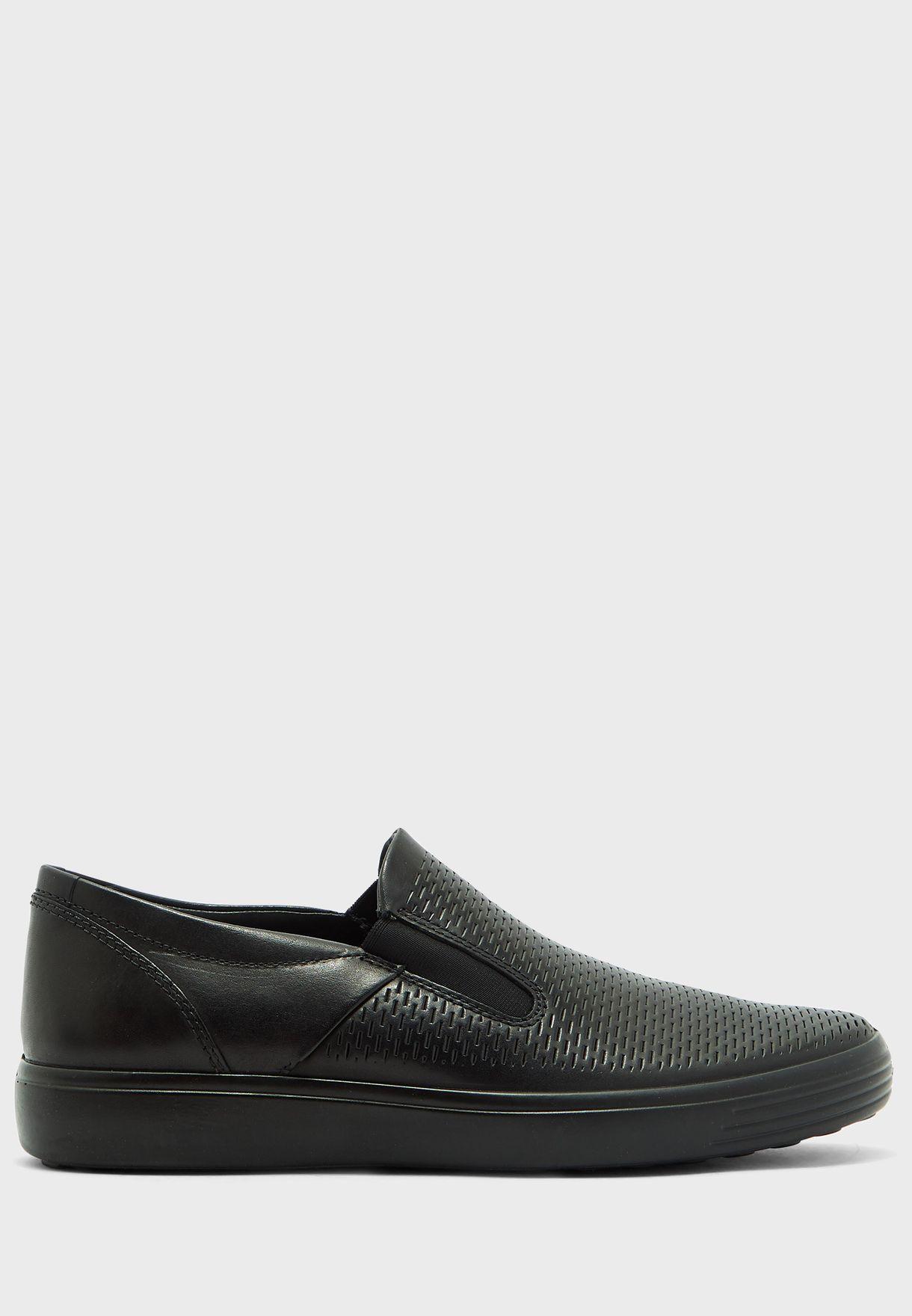 حذاء محفور بالليزر