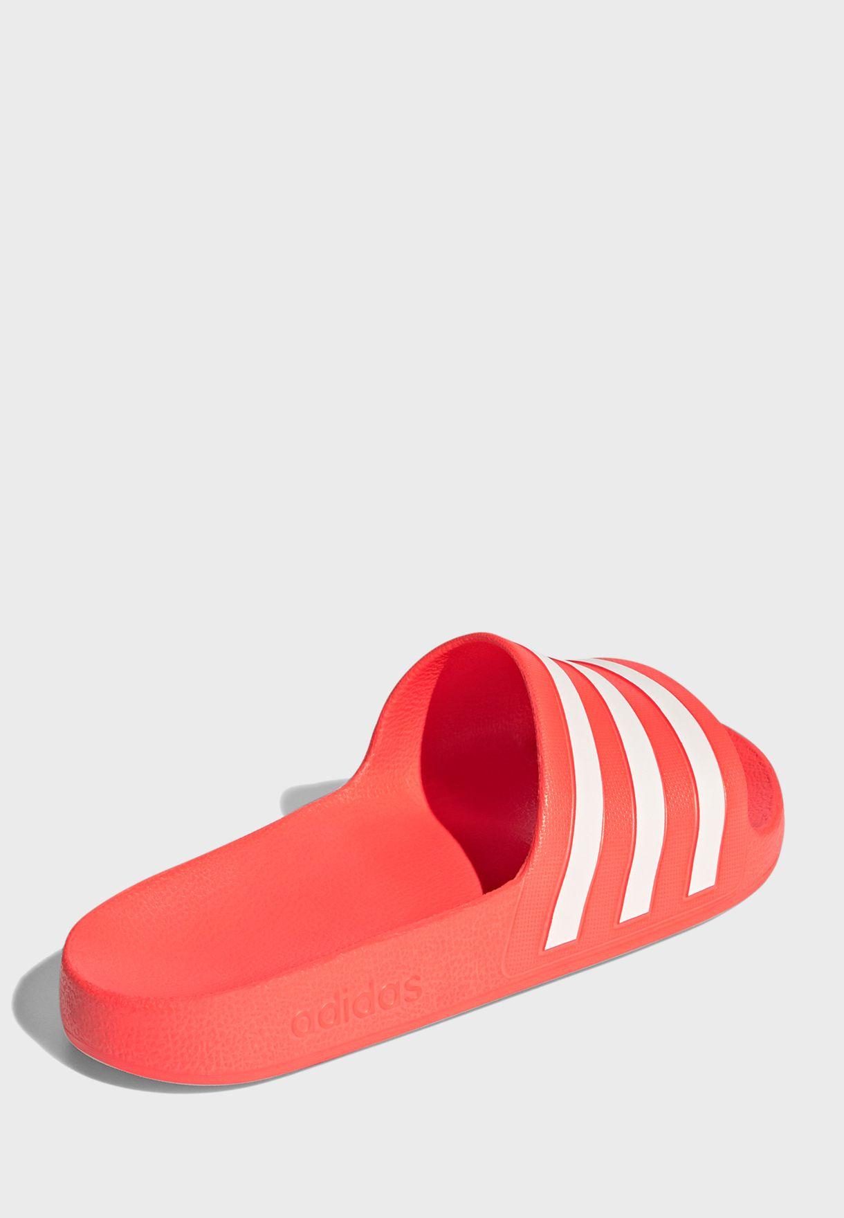 حذاء اديليت اكوا
