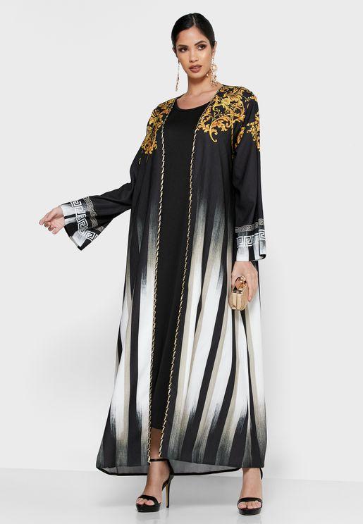 عباية مزينة بأجزاء مطرزة مع فستان ميدي