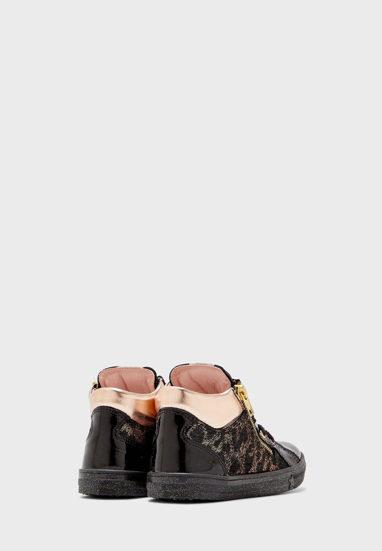 حذاء سنيكرز بسحاب