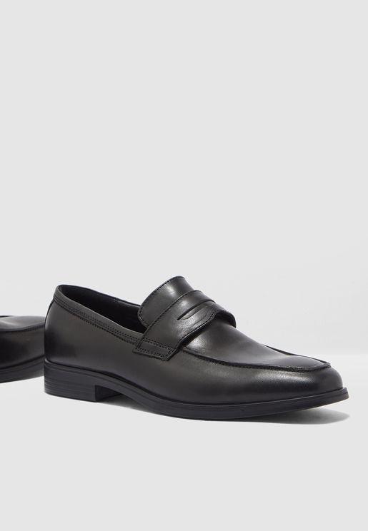 حذاء رسمي كلاسيكي