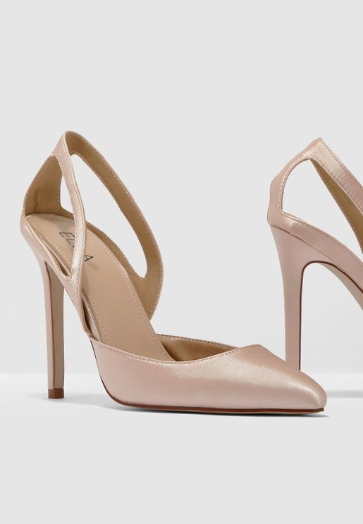 Pointed Toe Court Shoe With Cut Out