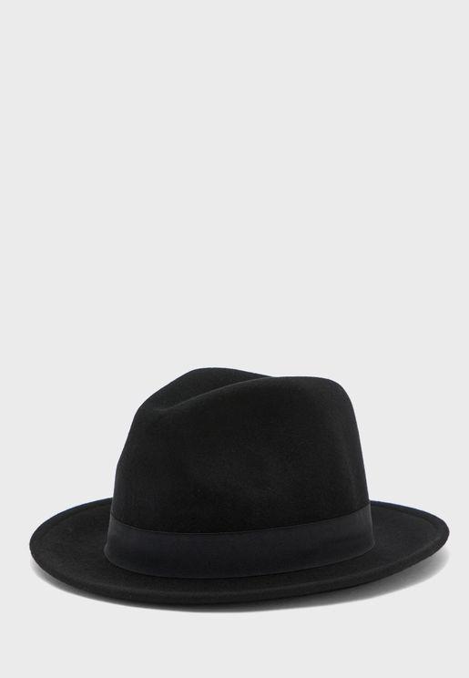 قبعة بشريط