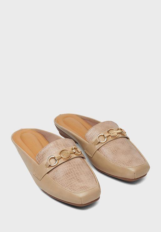 حذاء بحلقات متصلة