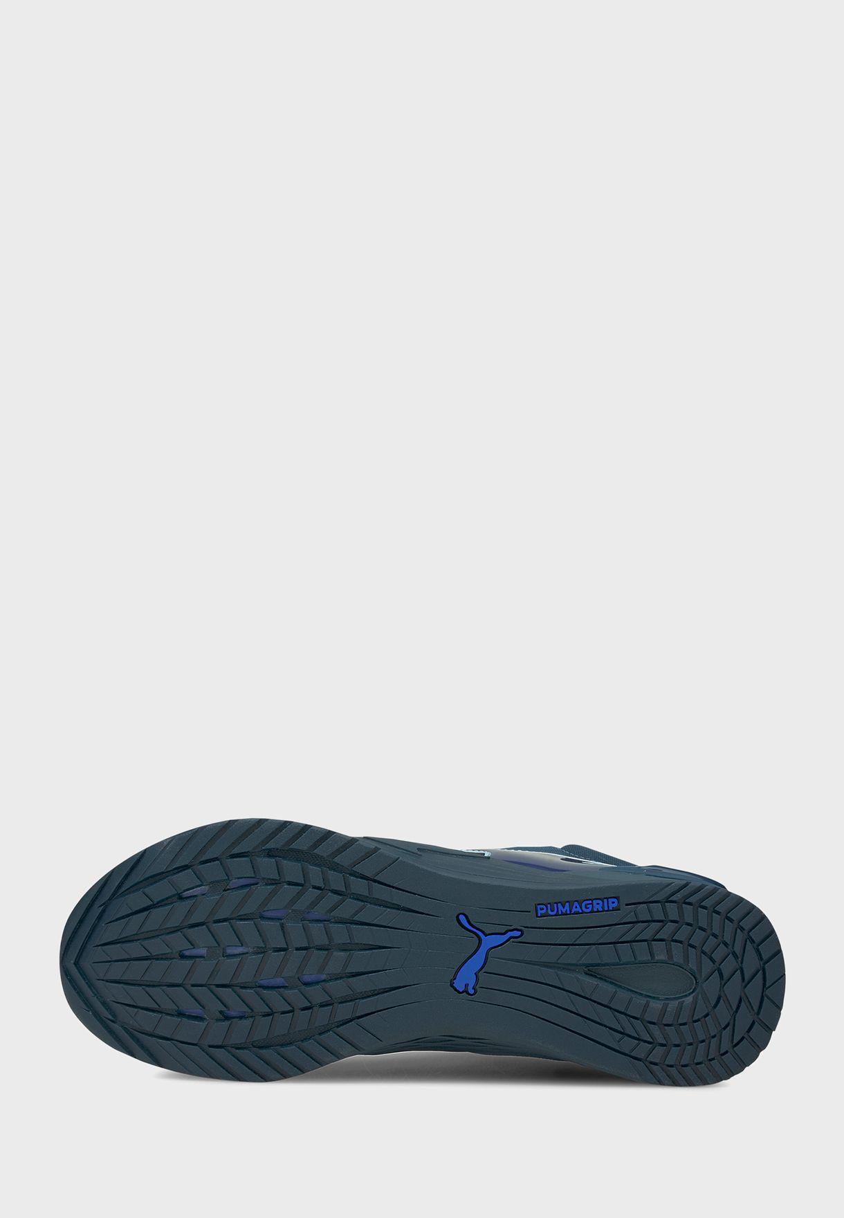 حذاء فيوز