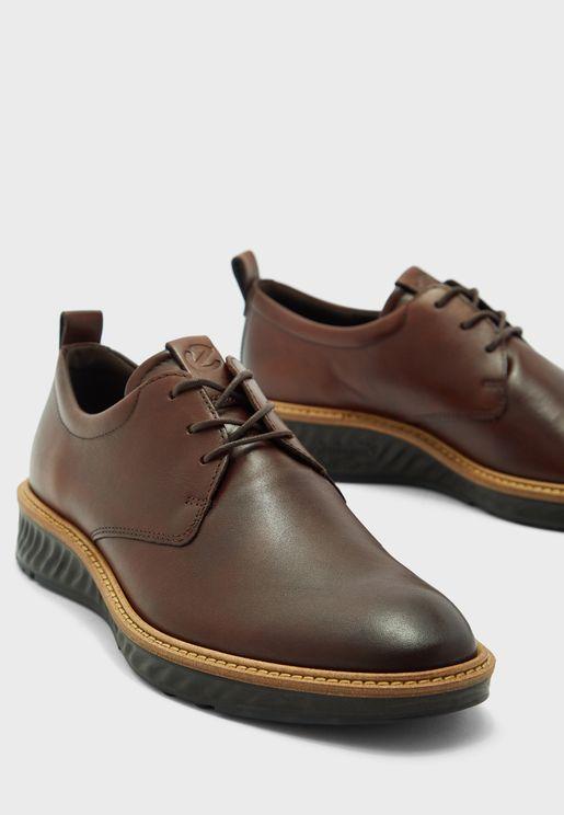 حذاء مصنوع يدويا
